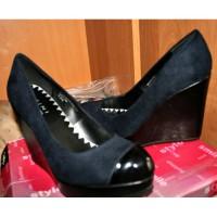 Продаю туфлі